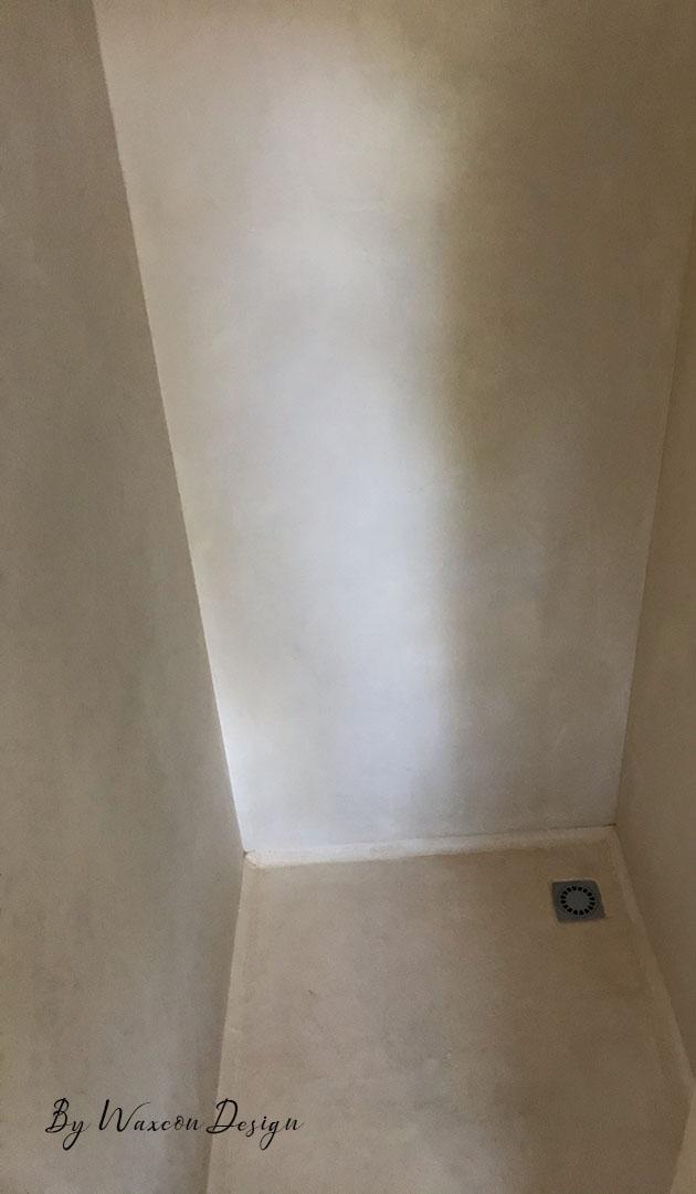 cabine de douche renovee en beton cire apres