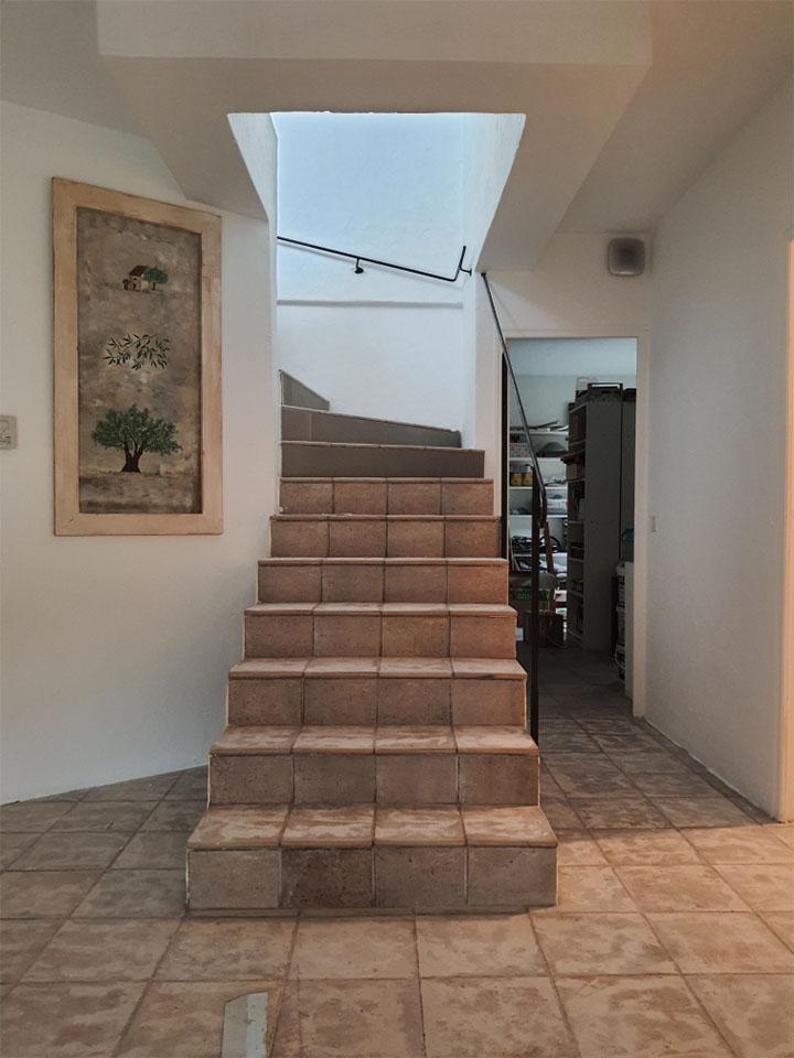renovation-escalier-carrelage-en-beton-cire-avant
