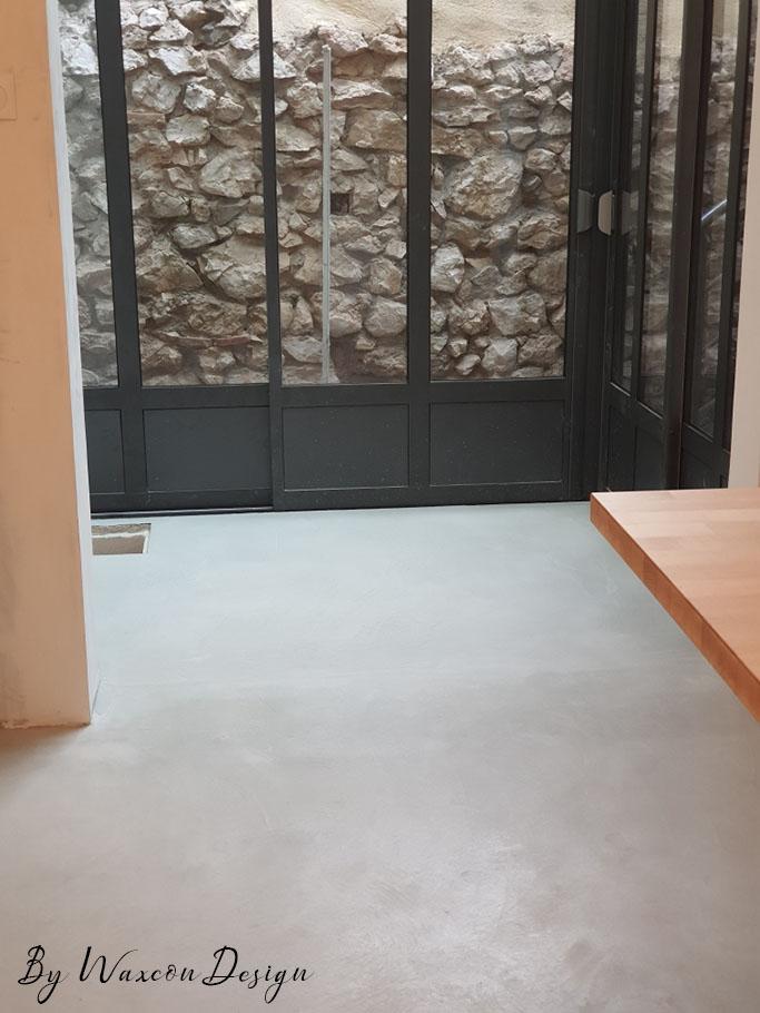 sejour en beton cire clair